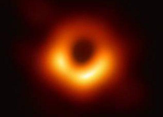 Club de l'Experiència · Estels quàntics i forats negres · Com pensen els físics que són els forats negres?